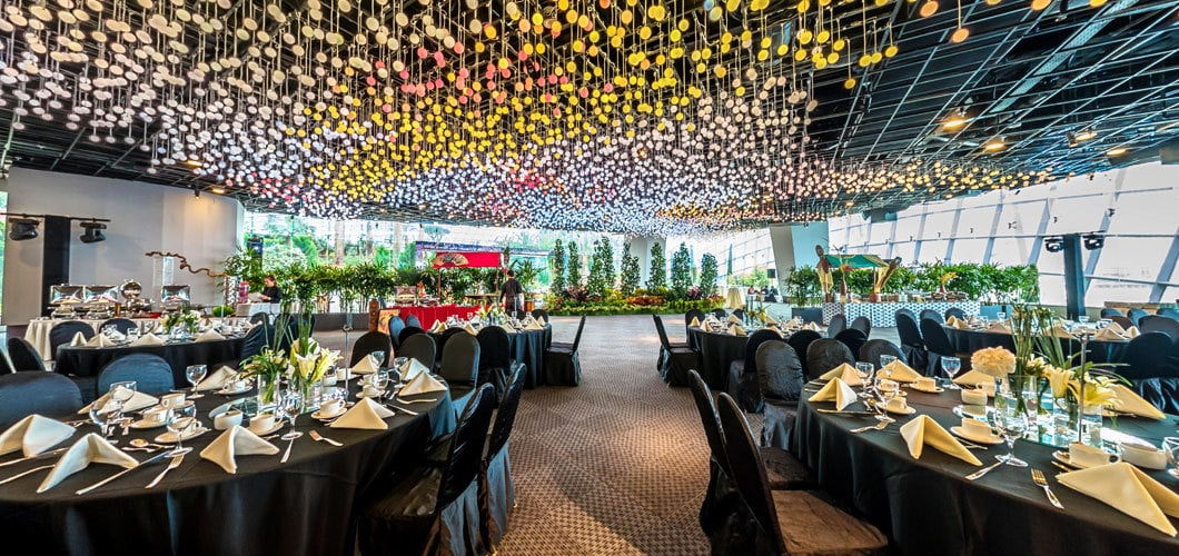 i have this strange feeling that if i do have my wedding at gardens by the bay i would shoot myself in the foot a couple months later - Garden By The Bay Flower Field Hall